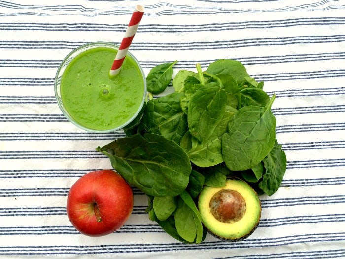 essential-green-smoothie-clear-skin-min