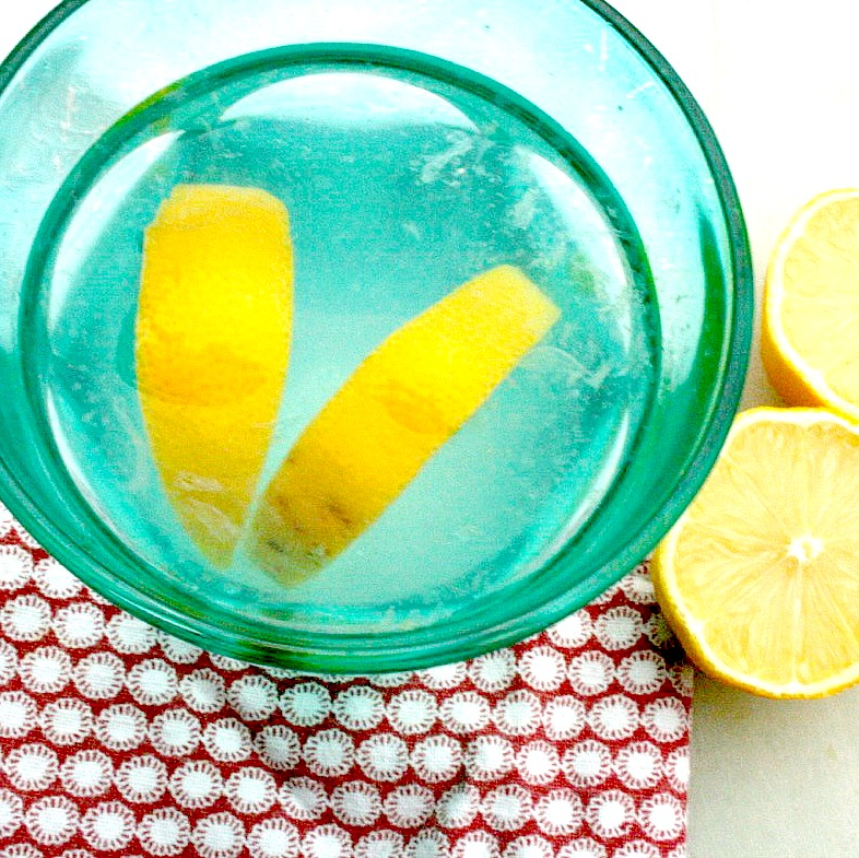 warm-lemon-water-everyday-Essential-morning-routine-healthy-habits