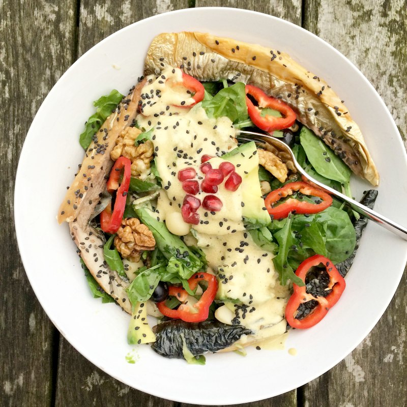 The best healthy salad dressing - Smoked mackerel with red peppers, spinach and dreamy tahini dressing